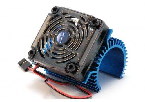 Охлаждающий радиатор с вентилятором